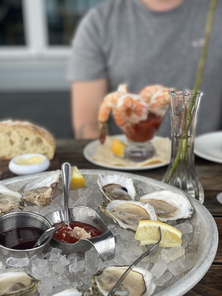 Shell & Bones Oyster Bar & Grill - New Haven