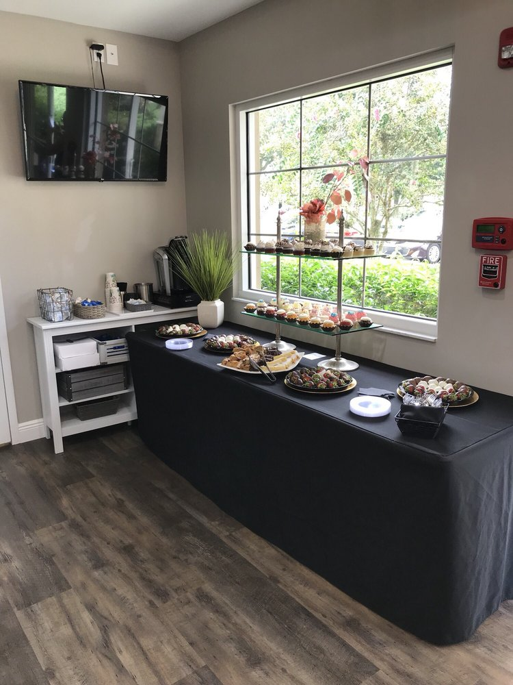 Catered By Vesh: 7924 Melogold Cir, Land O' Lakes, FL