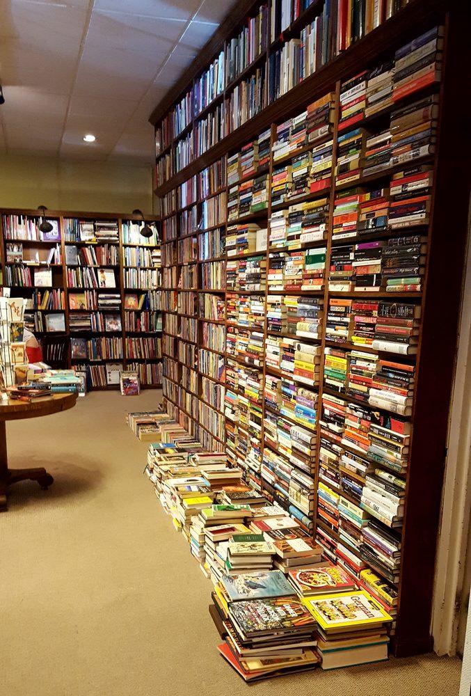 The Dusty Bookshelf: 708 Massachusetts St, Lawrence, KS