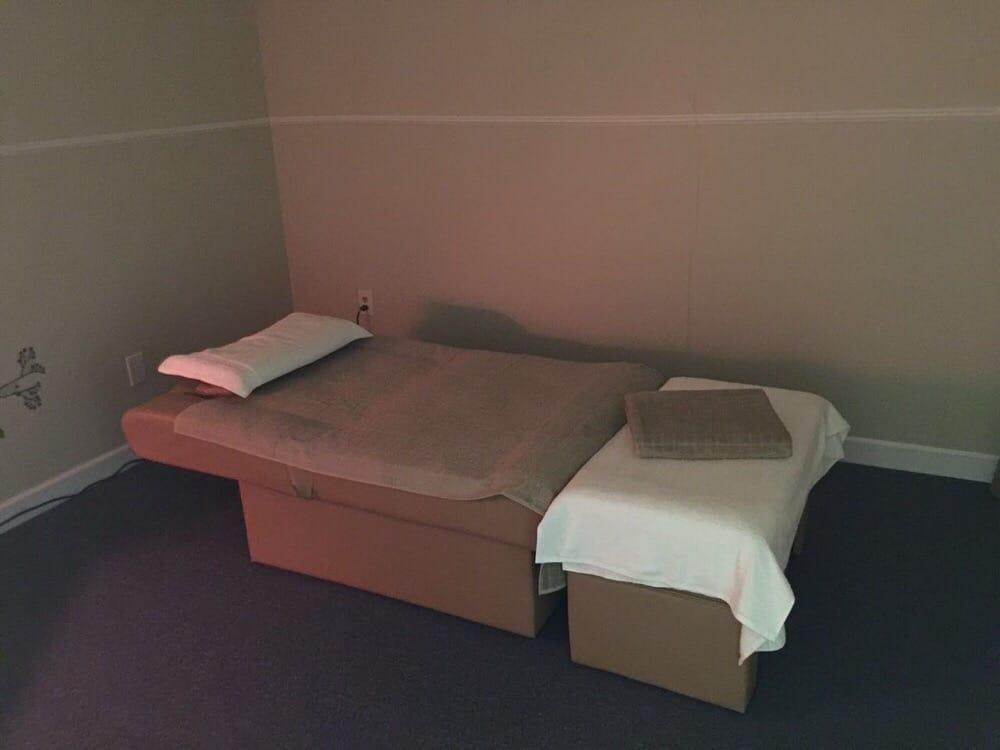 Sunshine Massage: 535 S Pkwy Dr, Pekin, IL