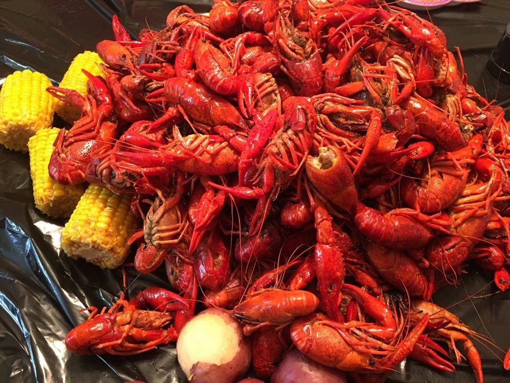 HotHeads Crawfish: 910 Versailles Blvd, Alexandria, LA