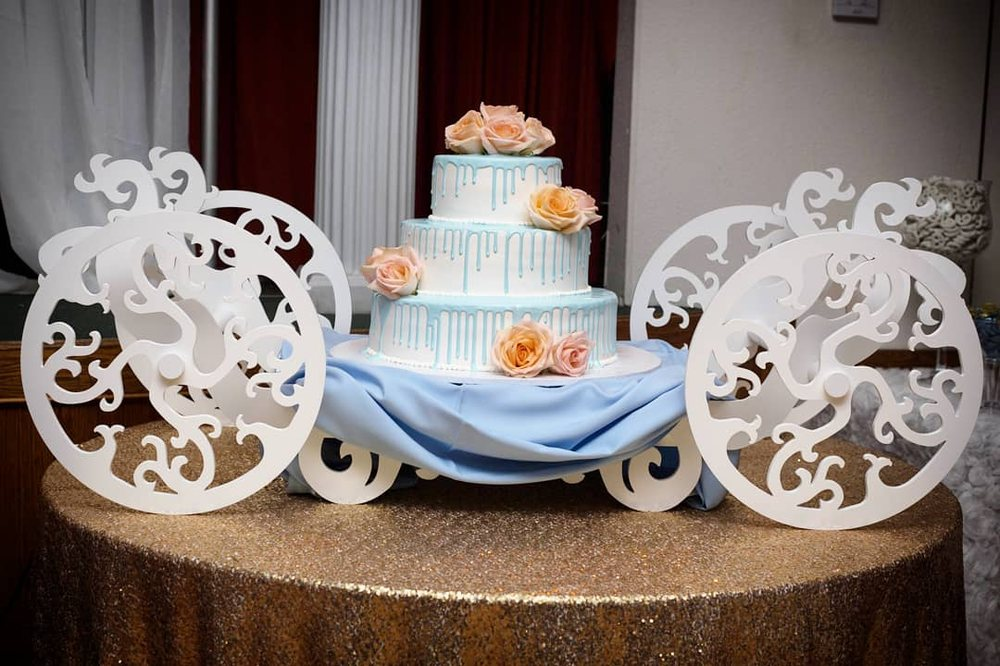 Our Wedding Cake With Fresh Flowers For Decor 3 Tiers Each Tier A