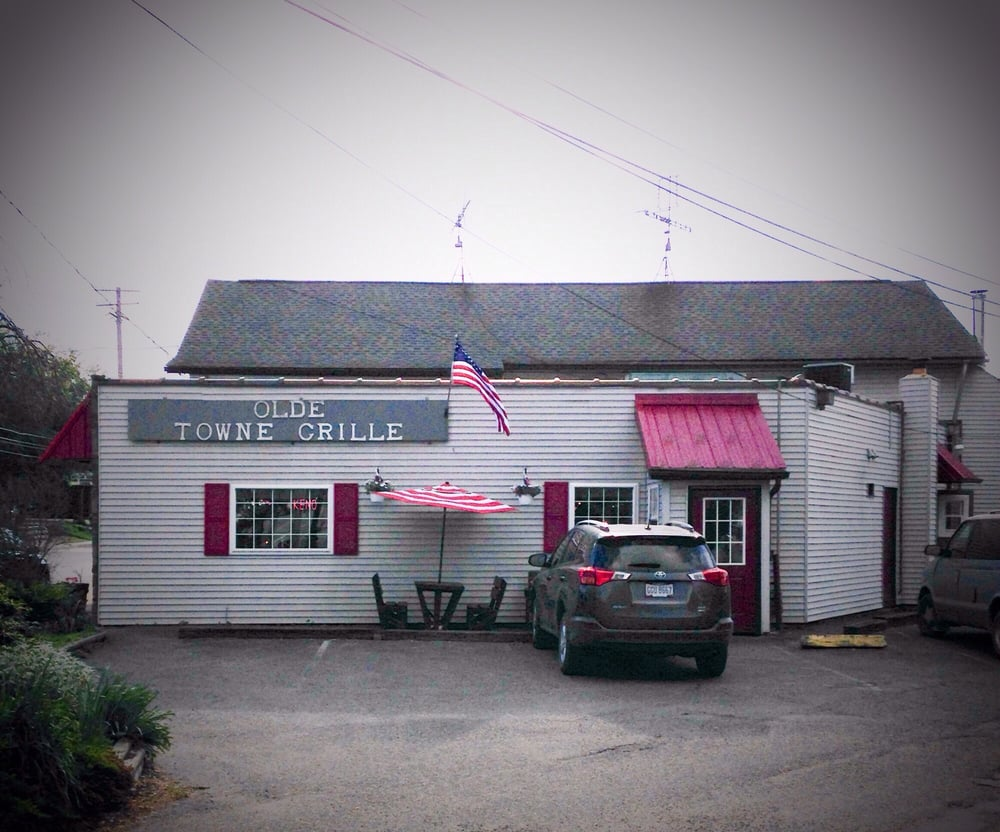 Olde Towne Grill: 15924 W High St, Middlefield, OH