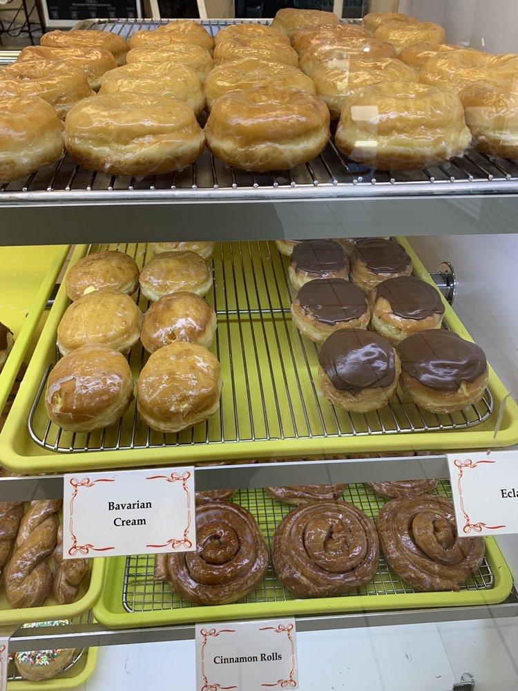 Lickin Good Donuts: 6675 Pine Forest Rd, Bellview, FL