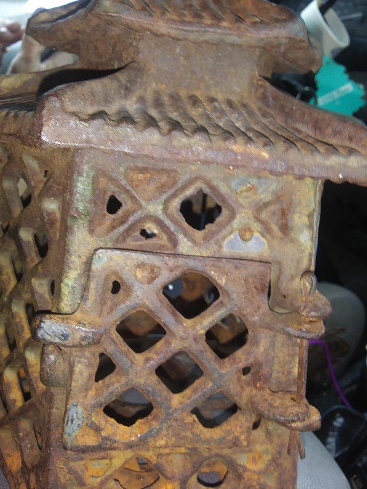 Courtland Antiques & Collectibles: 28210 Southampton Pkwy, Courtland, VA