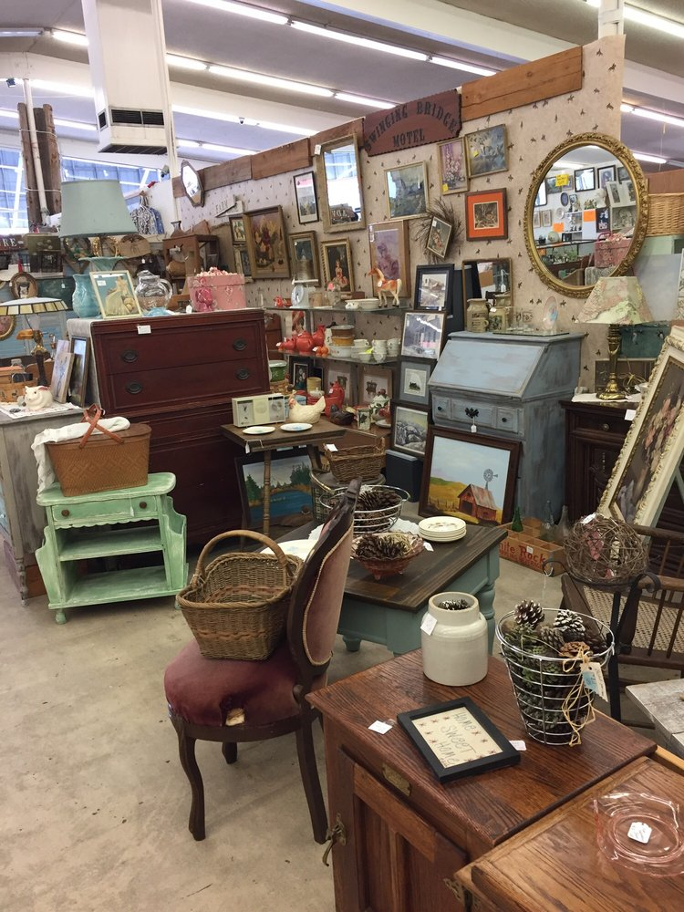Winston's Now -N- Then Antique Mall: 124 SW Douglas Blvd Hwy 42, Winston, OR