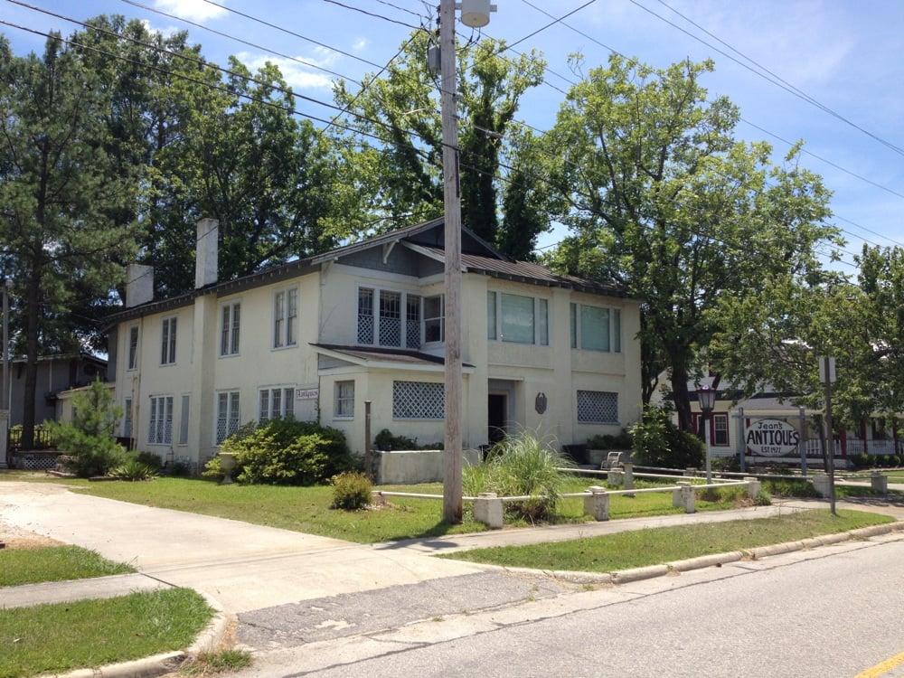 Jean's Antiques: 205 S Main St, Stantonsburg, NC
