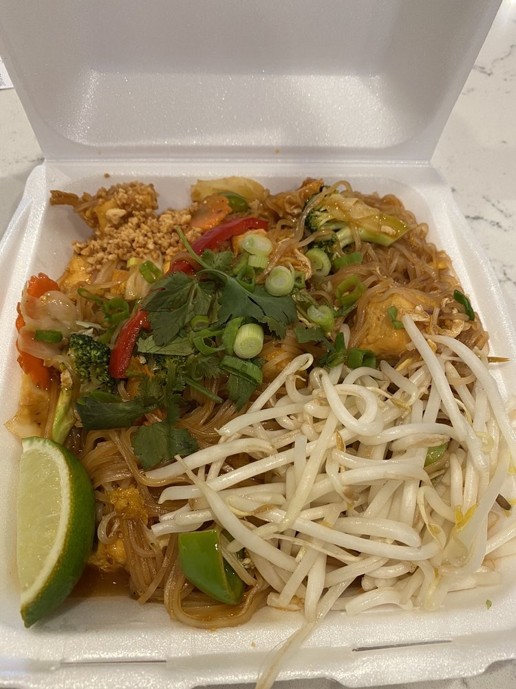 Viet Thai Noodle House: 25 95th Dr Ne, Lake Stevens, WA