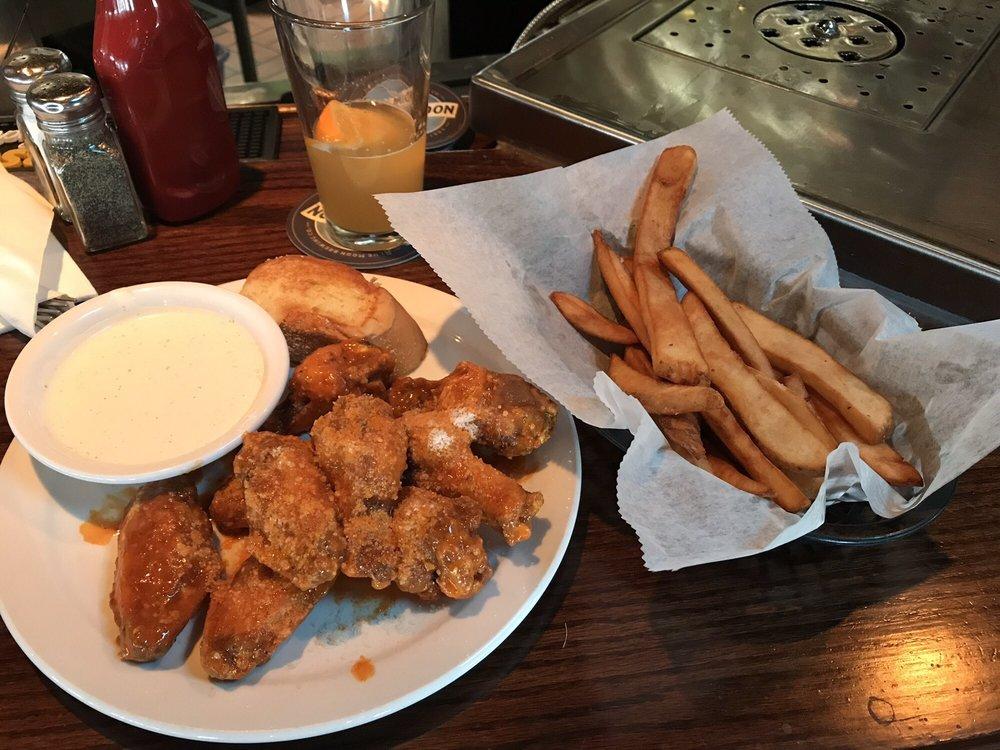 Michael's Bar & Grill: 7101 Manchester Ave, Saint Louis, MO