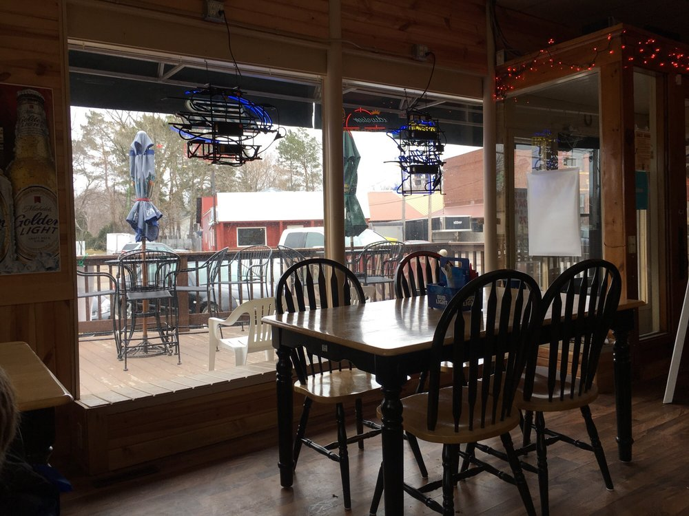 Shafer Saloon Bar & Grill: 30220 Redwing Ave, Shafer, MN