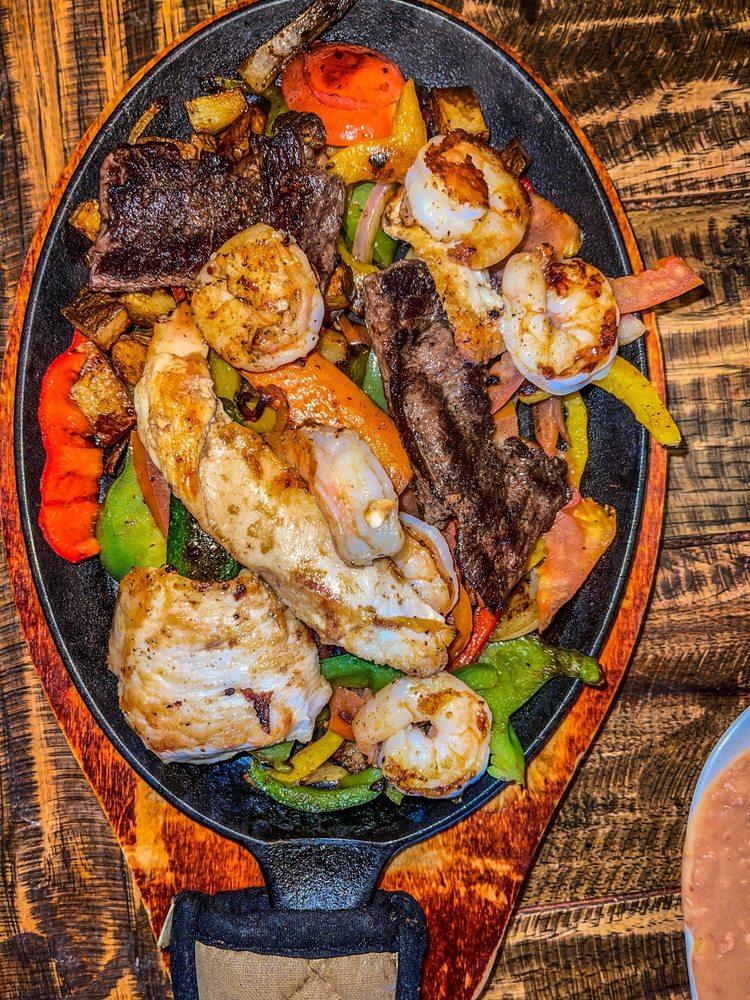 El Michoacano Restaurant: 2160 E Pacheco Blvd, Los Banos, CA
