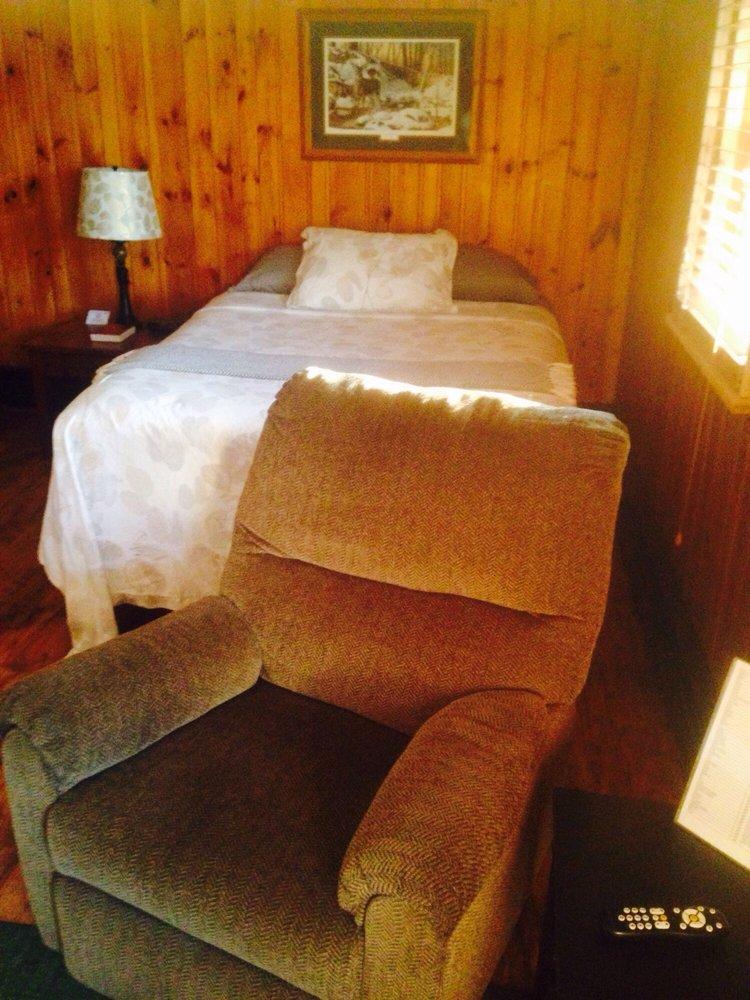Brookside Motel: 1410 Jefferson St N, Wadena, MN
