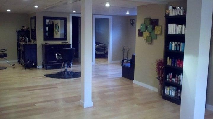 Images Salon: 11 Hebb Dr, Orford, NH