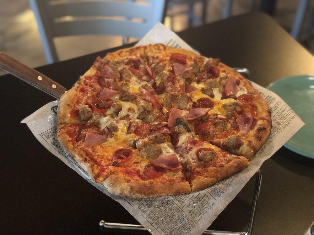 Floyd and Company Wood-Fired Pizza: 418 E Beale St, Kingman, AZ