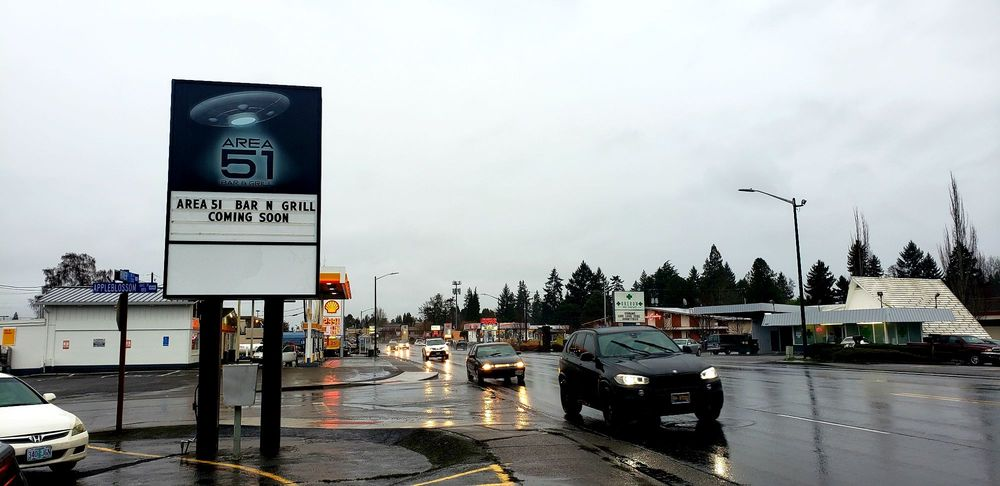 Area 51 Bar & Grill: 3393 River Rd N, Keizer, OR