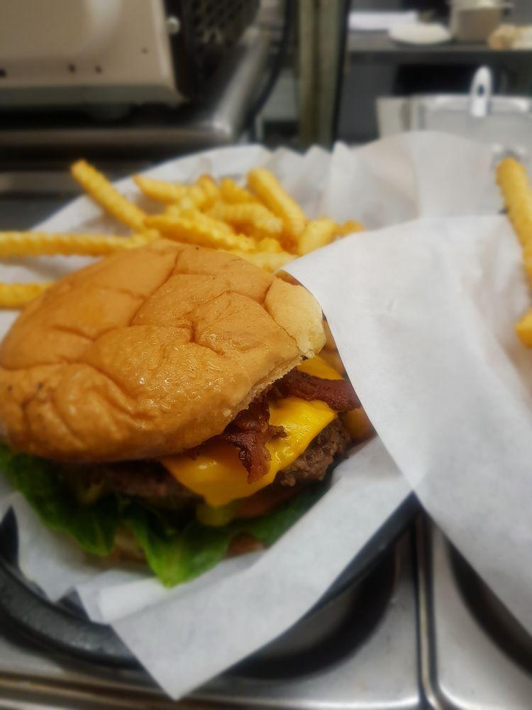 Jan's Restaurant and Grill: 101 W Lipscomb St, Quitman, TX