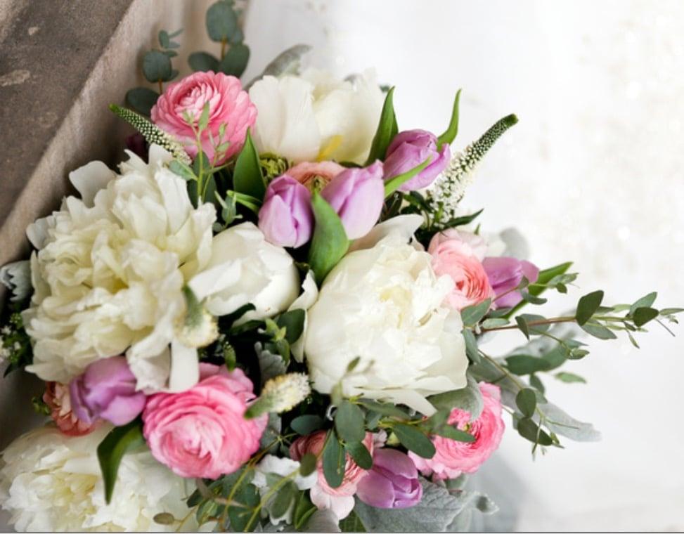 Vicki's Florist: 937 1st Ave, Altoona, PA