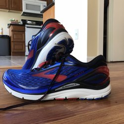 510f5d30c77a Brooks Outlet - 13 Photos   38 Reviews - Shoe Stores - 24110  Bothell-Everett Hwy
