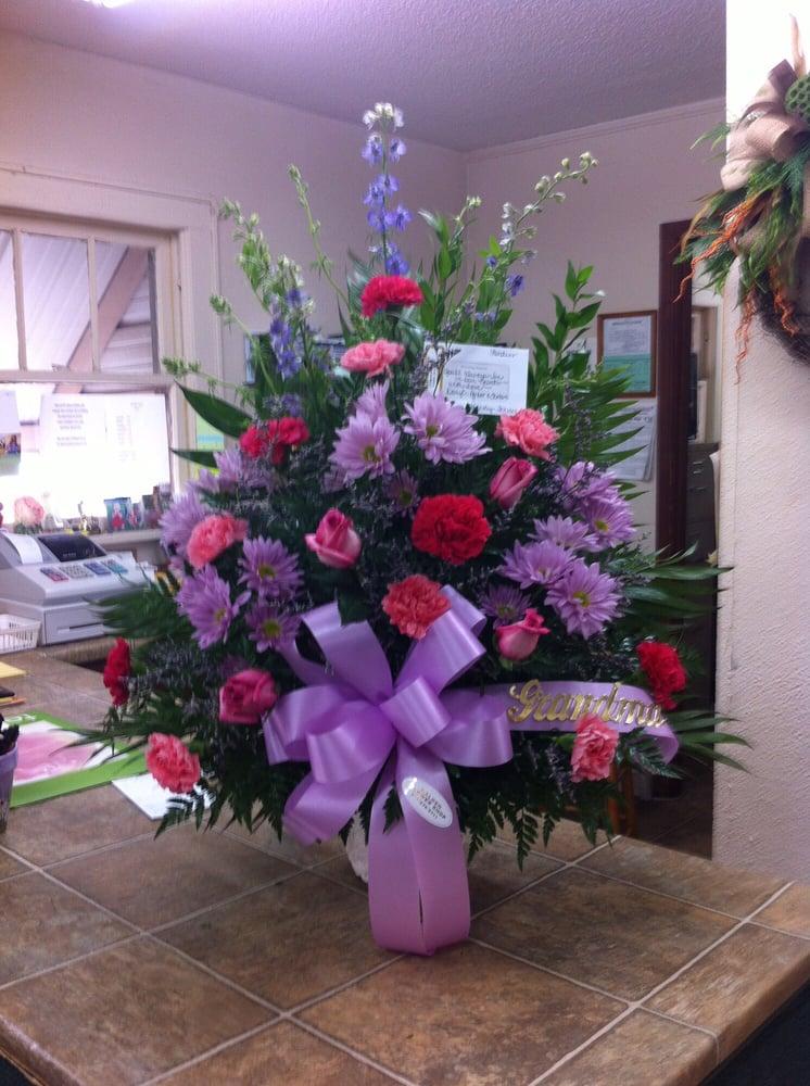 Malden Flower Shop: 112 N Douglas, Malden, MO