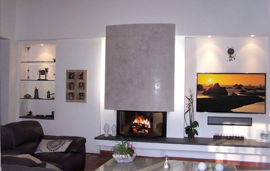 Coin salon avec chemin e hotte stucco yelp for Salon avec cheminee