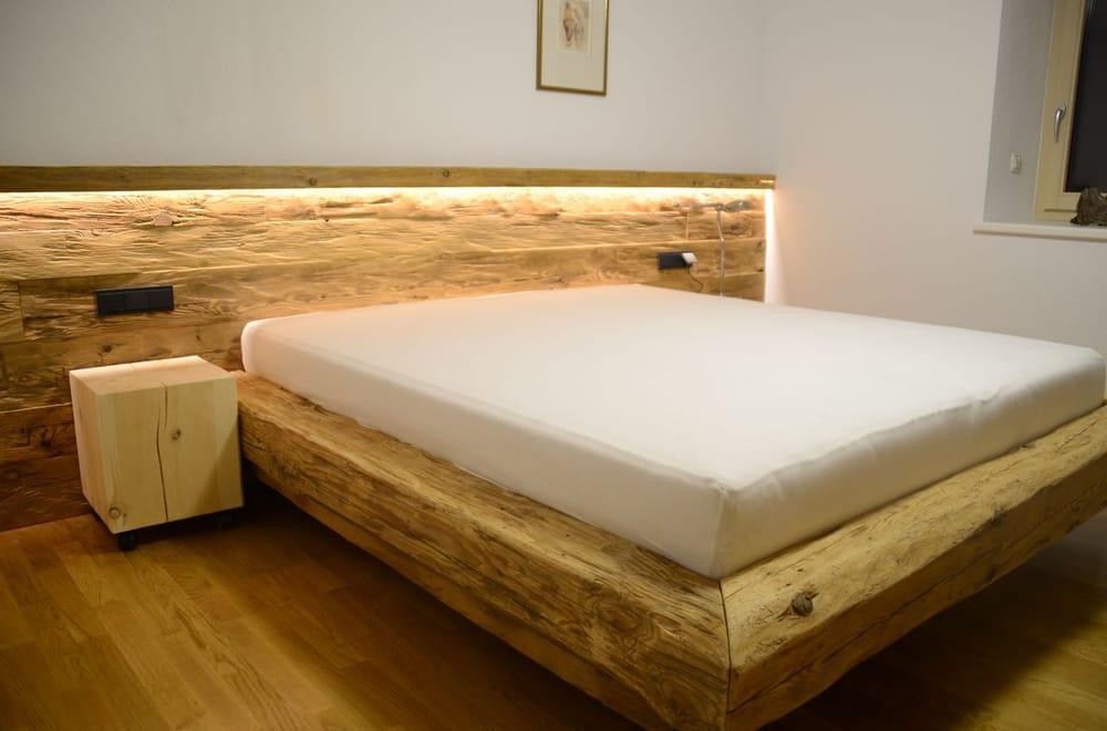 schlafzimmer in altholz mit massiven nachtästen in zirbe - yelp, Schlafzimmer