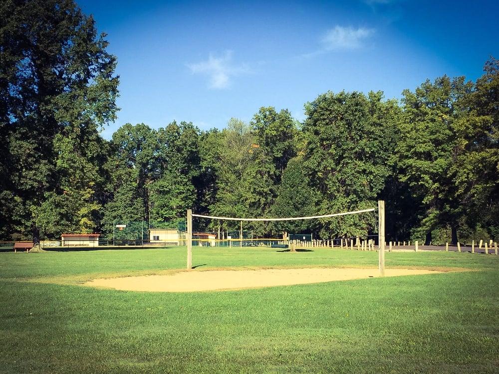 Howland Township Park: 2000 Rosegarden Dr, Warren, OH