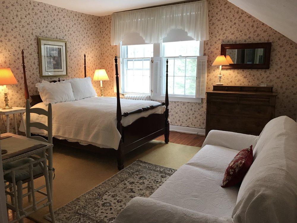 The Golden Maple Tree Inn: 8451 Old Poland Rd, Barneveld, NY