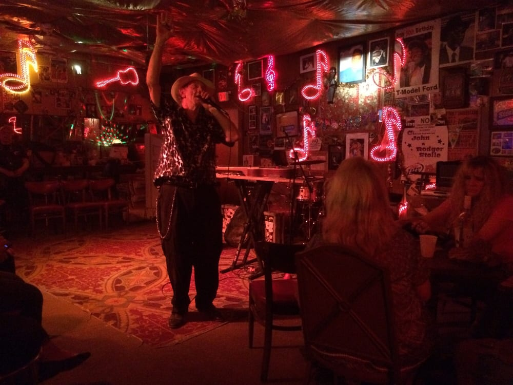 Red's Lounge: 395 Sunflower Ave, Clarksdale, MS