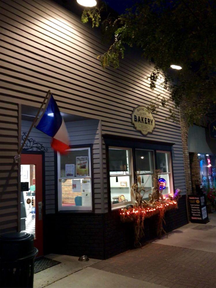 Boyne City Bakery: 110 S Lake St, Boyne City, MI
