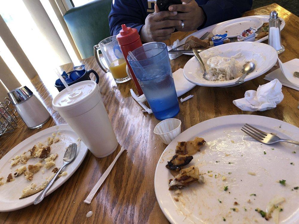 Foxys Landing Restaurant: 22636 Airport Way, California City, CA