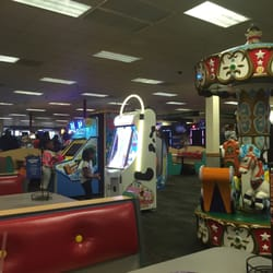 Chuck E Cheese S Order Food Online Pizza 3201 Macon Rd