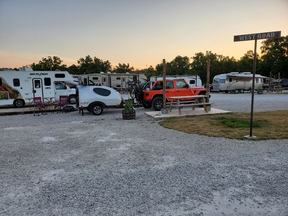 Rustic Meadows RV Park: 2449 Evergreen Rd, Strafford, MO