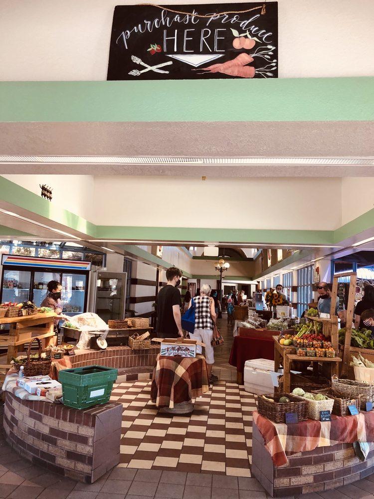 Downtown 3rd Farmers Market: 300 N Casino Center Blvd, Las Vegas, NV