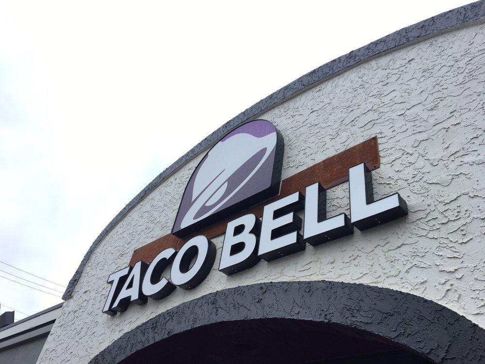 Taco Bell: 1000 Oklahoma Avenue, Trenton, MO