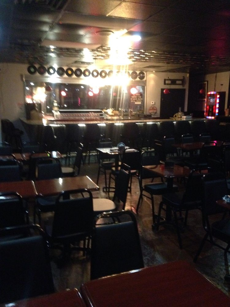 BrewHa's Pub & Grub: 4054 Government Blvd, Mobile, AL