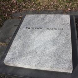 Besøksadressen er Fridtjof Nansens vei 17, 0369 Oslo. Resepsjonen befinner  seg i femte etasje. Kurslokalene har inngang i Fridtjof Nansens vei 19.