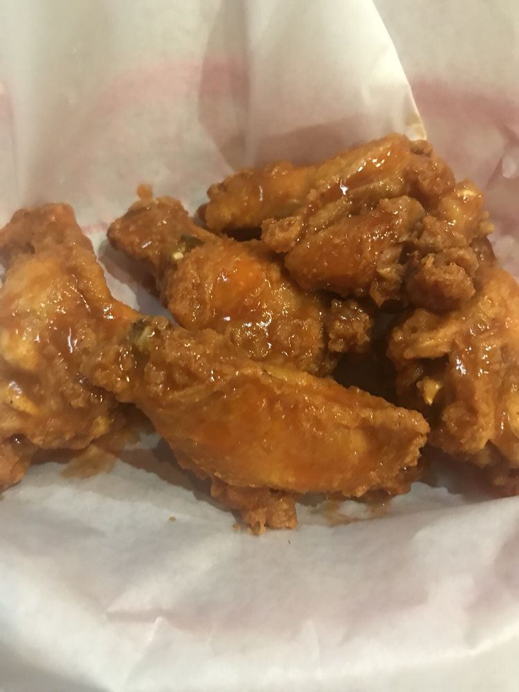 Food from CW's Wing and Rib Shack