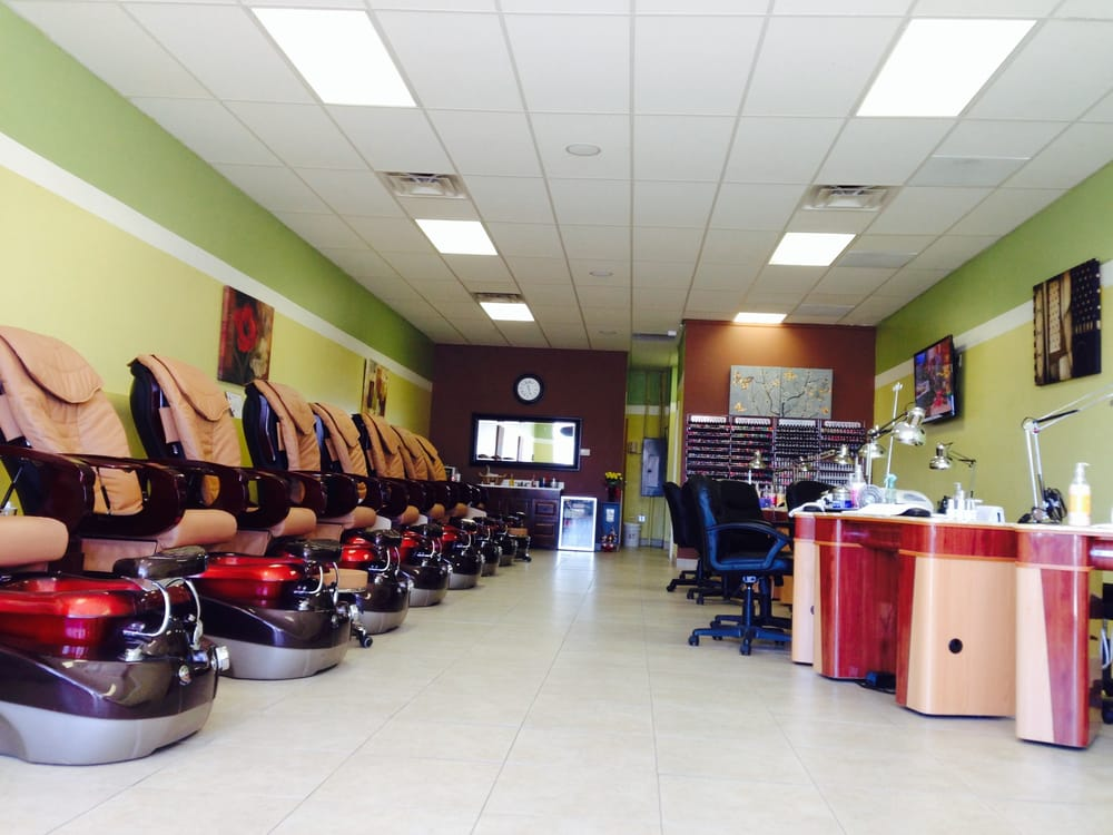 Expo nails spa 12 photos nail salons 6215 upper for Exposition spa