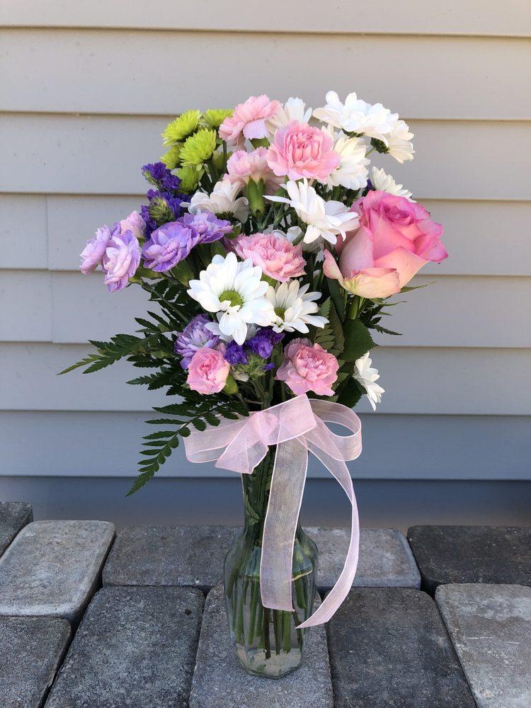 RonAnn's Floral Shoppe: 1302 43rd St, Maquoketa, IA
