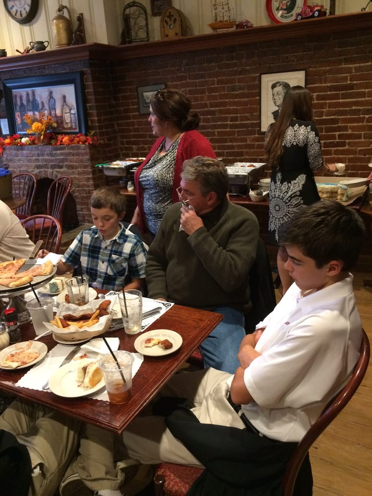 Welly s 31 photos 76 reviews traditional american for Classic house of pizza marlborough ma