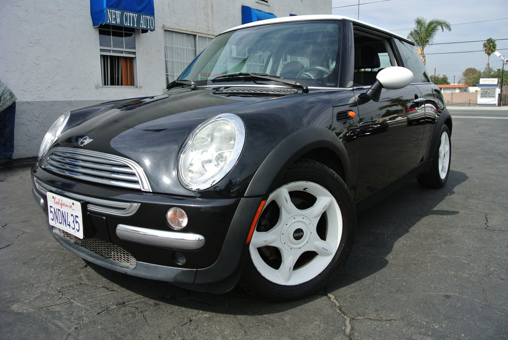 2003 mini cooper clean title very low mileage has high mpg clean interior exterior. Black Bedroom Furniture Sets. Home Design Ideas