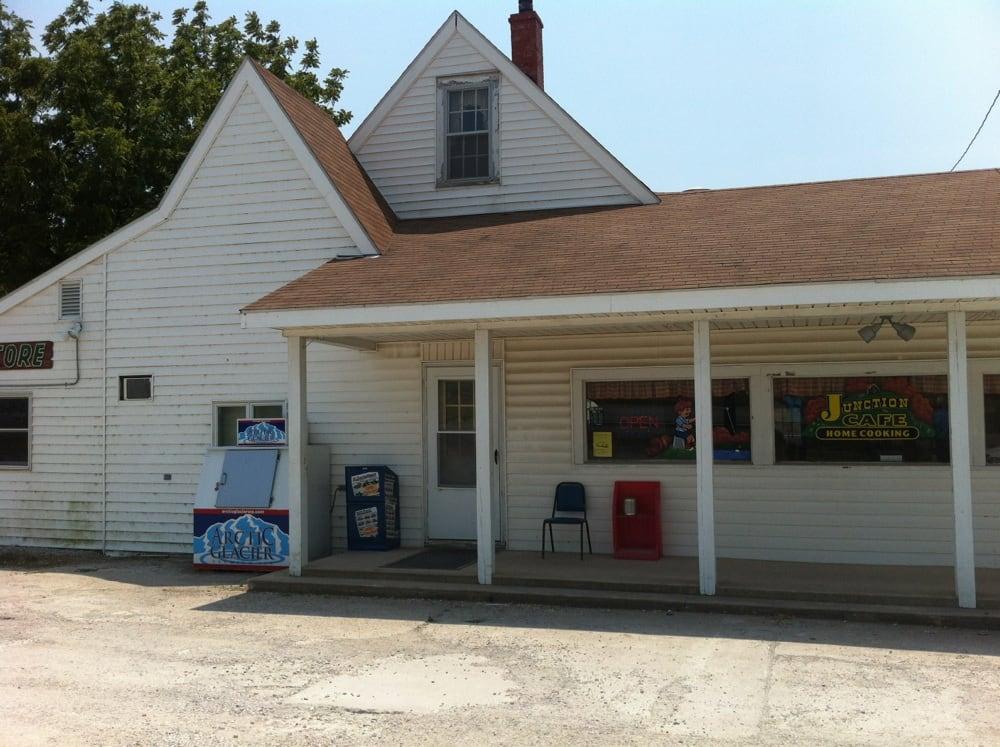 Junction Cafe: 13126 Hwy 36, Meadville, MO