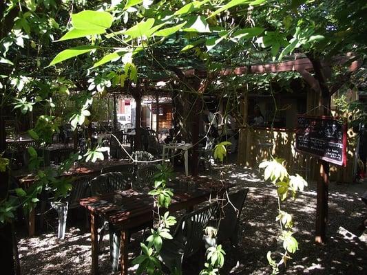 Un coin de jardin french 212 route de seysses mirail toulouse france restaurant reviews - Le petit jardin madison ga toulouse ...