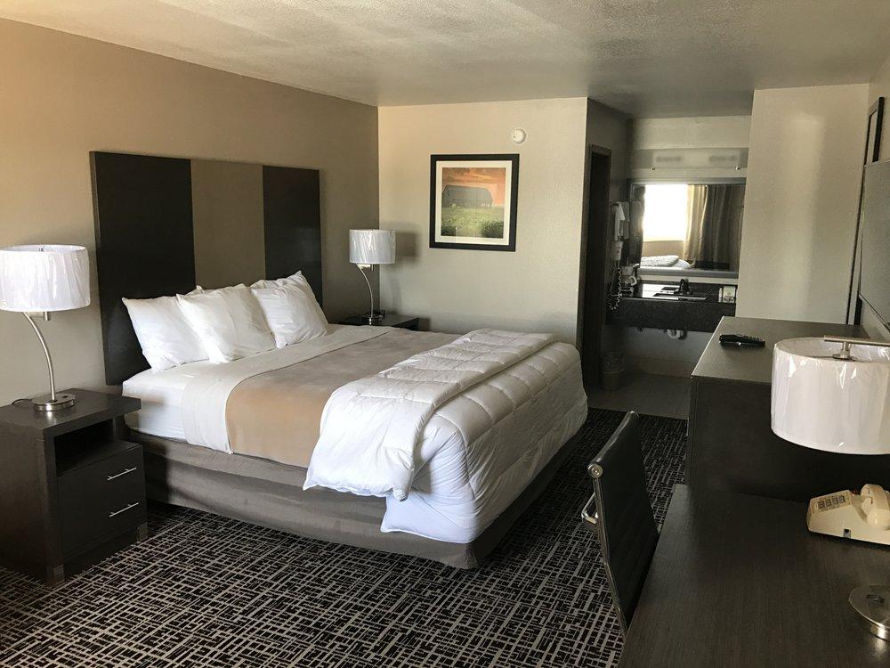 Stonebrook Inn: 10400 U S Hwy 59 N, Grove, OK