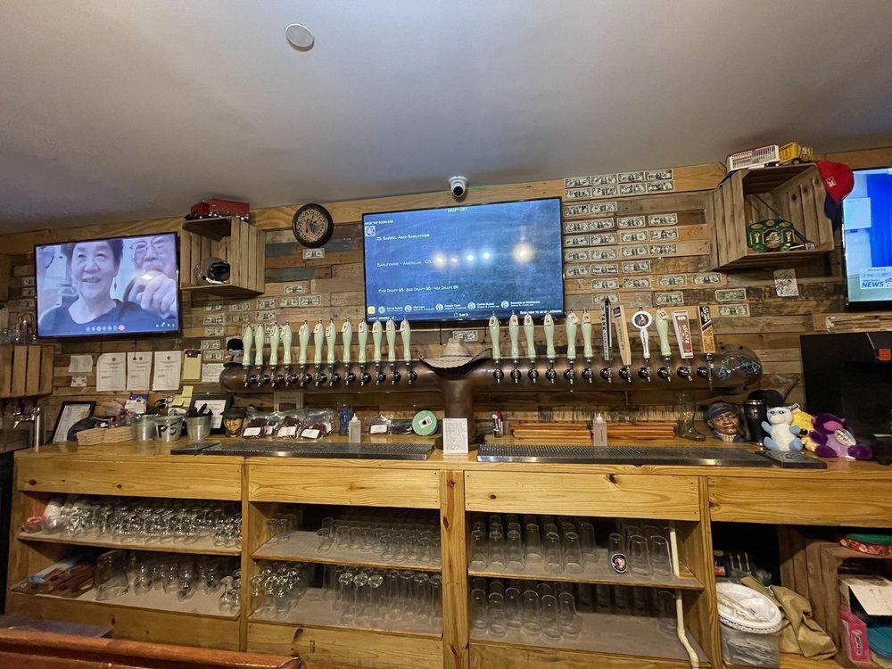 Alafia Brewing: 11106 US Hwy 41 S, Gibsonton, FL