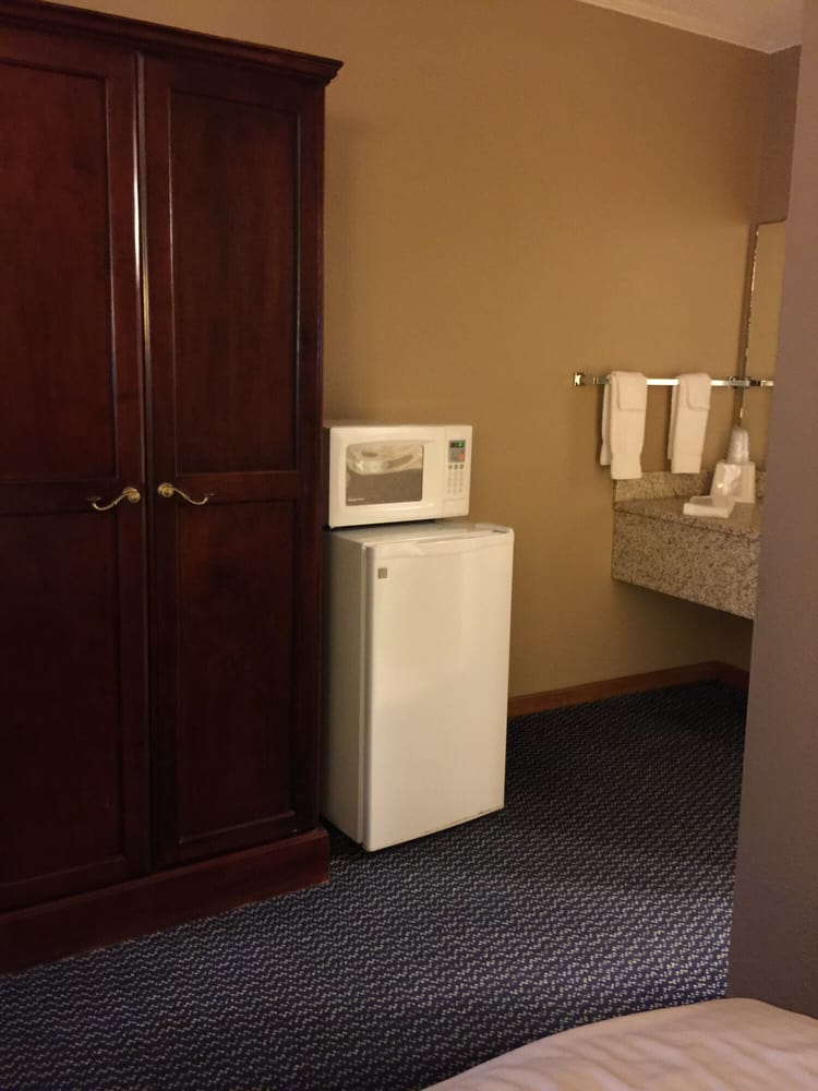 GuestHouse Acorn Inn: 2210 Hwy 36 E, Cameron, MO