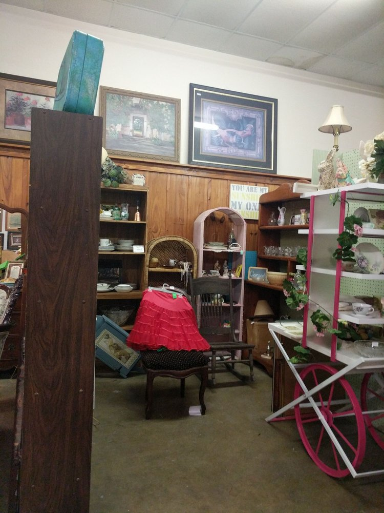 Jackson Street Antiques: 218 West Jackson Ave, Harlingen, TX