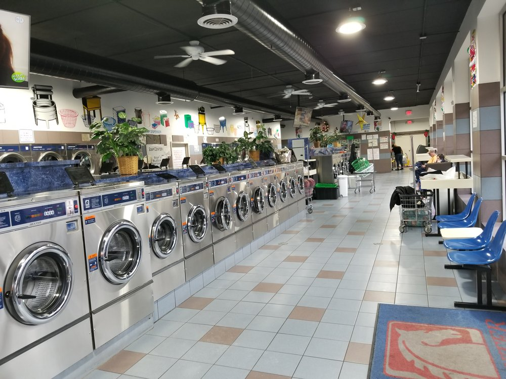 Community Laundromat: 1623 Sheridan Rd, North Chicago, IL