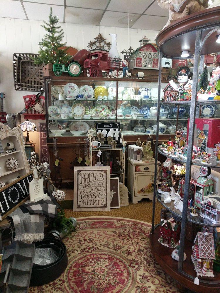 Caddo Antiques & Gifts: 27 Court Sq, Murfreesboro, AR