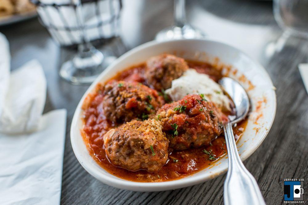 Allora Italian Kitchen & Bar: 210-35 26th Ave, Bayside, NY